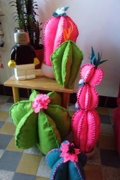Felt Crafts Diy, Decor Crafts, Sewing Crafts, Arts And Crafts, Cactus Craft, Cactus Decor, Felt Flowers, Diy Flowers, Alpacas