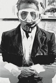 Dustin Hoffman in a scuba mask