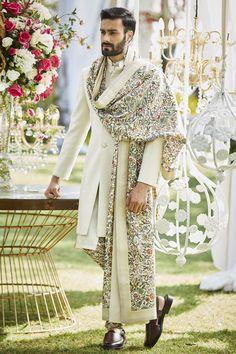Buy Floral embroidered spun silk shawl by Varun Bahl - Men at Aza Fashions Sherwani For Men Wedding, Wedding Dresses Men Indian, Wedding Outfits For Groom, Groom Wedding Dress, Sherwani Groom, Wedding Suits, Indian Dresses, Punjabi Wedding, Indian Weddings