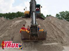 3 boys and a diggingmachine!