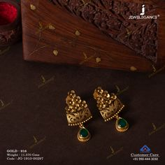 Delicate Gold jewelry Indian - - Antique Gold jewelry With Weight - Gold Jhumka Earrings, Jewelry Design Earrings, Gold Earrings Designs, Antique Earrings, Gold Jewellery, Temple Jewellery, Gold Bangles, Gold Mangalsutra Designs, Gold Ring Designs