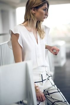 Camille Over the Rainbow: Runway to real life Camille Over The Rainbow, Viernes Casual, White Chic, Beautiful Blouses, Fashion Details, Fashion Ideas, Pretty Outfits, White Outfits, Minimalist Fashion