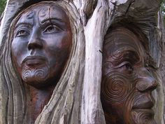 South Pacific—the Maori People of New Zealand. Carving of a woman and a man with traditional tattoos. Native American Heritage Month, Native American Wisdom, Native American Women, Native American Jewelry, American Indians, European American, Maori People, Lisa, Art Carved