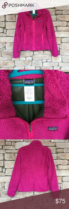 💕PATAGONIA LOS GATOS FLEECE JACKET SMALL💕 💕Awesome fuschia colored PATAGONIA LOS GATOS FLEECE JACKET in preloved condition in a women's size SMALL.This was my daughters jacket (I originally purchased from another posher and my daughter never wore it since she loves her north face more)The fabric is in pretty good condition but has the normal signs of wear that this material gets (not as fluffy in some parts as a brand new one). Zipper works great! Length from shoulder to hem is 22in, pit…