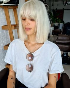 Get that edgy vibe by rocking this straight blonde lob with full bangs, which will brighten your face, too! Platinum Blonde Bangs, Blonde Hair With Fringe, Blonde Hair With Bangs, Short Hair With Bangs, Brown Blonde Hair, Full Bangs, Short Hair Styles, Hair Cuts Fringe, Shoulder Length Hair Bangs