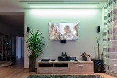 Idee für deine TV Wand #loxone #smarthome #homeautomation #hausautomation #multimedia Smart Home, Multimedia, Tv Wand, Entertainment, Flat Screen, Inspiration, Smart House, Homes, Ideas