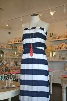 I love coral and navy together. Nautical inspired accessories and clothing is hot right now!