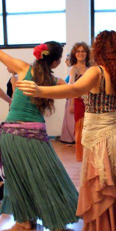 Tutti i #corsi #serali di #danza e #benessere Quest'#anno oltre alla nostra #amatissima #danzaorientale in tutte le sue #sfumature e gli #stili più #interessanti, dalla #tribal #fusion alle #danze #gypsy e #flamenche ci sarà anche Metiss #India!!E per gli #appassionati del #tango un nuovo #workout per #danzare più #forti e #armoniosi tutta la #notte... Venite a #provare #gratis queste e tante altre #novità dal 15 al 26 #settembre!! #prenotazioni a info@metissart.org- 0236529113