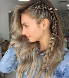 70 Most Gorgeous Messy Boho Bohemian Hairstyles Design For Prom Page 9 of 69 Diaror Diary : Boho braid with hair rings weddinghairstyles bohohair bohohairstyle topknot messybun bohomessy cutehairstyles edgyhair hairhoops hairhooprings Most Gorgeous Bohemian Hairstyles, Braided Hairstyles, Pirate Hairstyles, Teenage Hairstyles, Hairstyles Videos, Hair Videos, Wedding Hairstyles, Pinterest Hair, Grunge Hair