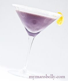 """""""Creamy Blueberry Lemonade Martini"""" Ingredients: 2 oz Blueberry Infused Vodka 3 Tbsp Lemon Infused Vodka 1 Tbsp Half and Half 1 Tsp Caster Sugar (superfine sugar) Sugar (for rimming the glass) Party Drinks, Cocktail Drinks, Fun Drinks, Beverages, Blueberry Vodka, Blueberry Lemonade, Refreshing Drinks, Summer Drinks, Vodka Martini"""