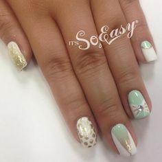 Nail art mint gold white