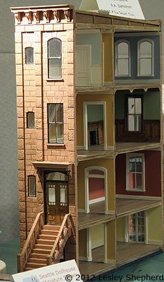"""Make Miniature Reminders of a Trip to the Beach Scale Projects from the Fall 2012 Seattle Dollhouse Show: Exterior of scale """"Brownstone"""" exhibited by R. Dahlstrom at the Fall 2012 Seattle Dollhouse Miniature Show. Modern Dollhouse, Diy Dollhouse, Dollhouse Miniatures, Victorian Dollhouse, Miniature Houses, Miniature Dolls, Miniature Furniture, Dollhouse Furniture, Doll House Plans"""