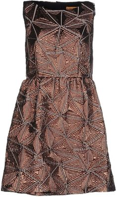 Alice + Olivia Women Short Dress on YOOX. The best online selection of Short Dresses Alice + Olivia. YOOX exclusive items of Italian and international designers - Secure payments Dress For Short Women, Short Dresses, Dresses For Work, Pop Up Stores, Alice Olivia, No Frills, Sportswear, Autumn Fashion, Neckline