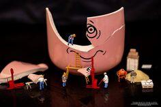Die Tassenbaustelle Miniature Photography, Toys Photography, Funny Food Memes, Miniature Calendar, Tiny World, Ice Sculptures, Mini Things, Malm, People Art