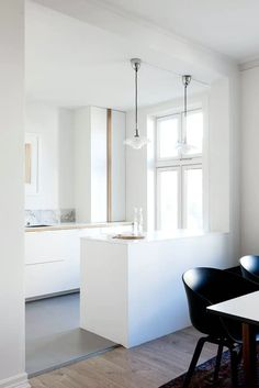 Her er Ikea-køkkenet, der ligner en million - Nelly Small Apartment Design, Apartment Interior Design, Kitchen Interior, Kitchen Decor, Apartment Ideas, Interior Ideas, Interior Inspiration, Kitchen Dining, Ikea Hack Kitchen