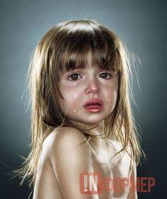 В Севастополе дядя заманил на дачу беспомощную девочку и изнасиловал http://ruinformer.com/page/v-sevastopole-djadja-zamanil-na-dachu-bespomoshhnuju-devochku-i-iznasiloval  В Севастополе возбуждено уголовное дело в отношении 56-летнего мужчины за изнасилование девочки (п. «б» ч. 4 ст. 132 УК РФ).По информации СК РФ по городу Севастополю, на участке СТ «Икар-2», расположенном в Юхариной балке, злоумышленник с целью удовлетворения своих половых потребностей совершил иные действия сексуального…