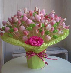 :) Candy bouquet centerpiece | Ramo de chuches | Más en https://lomejordelaweb.es/