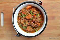 Mancare de linte reteta de post sau cu carnati | Savori Urbane Soul Food, Food To Make, Delish, Vegetarian Recipes, Curry, Food And Drink, Veggies, Beef, Cooking