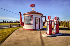 This is the Tea Pot Gas Station in Zillah Washington . It was built as a political statement and operated at a different location then mov. Teapot Dome Scandal, Vintage Gas Pumps, The New Classic, Old Garage, Unusual Buildings, Old Gas Stations, Unusual Homes, Tea Cozy, Roadside Attractions