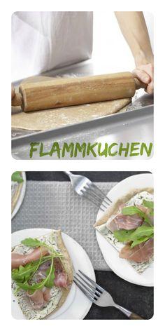 Nach dem Backen wird der herzhafte Kuchen mit Schinken und Rucola belegt: Flammkuchen mit Parmaschinken und Rucola    http://eatsmarter.de/rezepte/flammkuchen