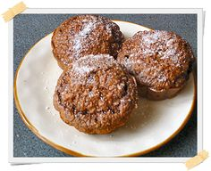 Morbidi, compatti e gustosi: sono i muffin al cioccolato. Puoi mangiarli dalla fase di crociera della dieta Dukan. Per preparare questa ricetta, non hai bi