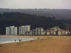 Papudo, quinta región. zona de edificios a orilla de playa.