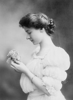 Maude Fealy, 1906. Photo by Aimé Dupont Studio