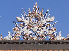 The roof of Chua Giac Lam Pagoda