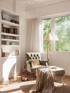 The home where your close relatives once lived is always a very emotional place. Amaya inherited this apartment in Bilbao from her grandmother but decided ✌Pufikhomes - source of home inspiration Corner Reading Nooks, Cozy Corner, Reading Corners, Meditation Corner, Home Office Decor, Home Decor, Bedroom Wall, Feng Shui, Country Decor