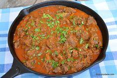 Tocăniță de ceapă cu carne de vițel și usturoi. Rețeta ardelenească de mâncare de vițel sau mânzat cu sos de ceapă și usturoi (papricaș). Cum Electric Pressure Cooker, Goulash, Stew, Curry, Food And Drink, Urban, Ethnic Recipes, Cow, Kitchens