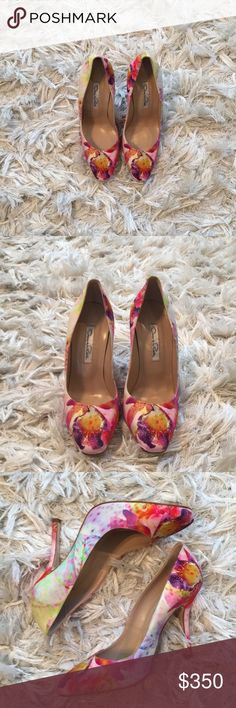 "Perfect for spring! Oscar de la Renta floral pumps Beautiful and comfortable floral pumps in excellent condition. 4"" heel. Only worn inside - small spots on soles likely from damp spot on carpeting. Otherwise no damage. Box is included. Yes they are authentic. Oscar de la Renta Shoes Heels"