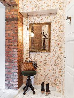 Wallpaper design Elizabeth from Sandberg. Entrance Hall, Designer Wallpaper, Beautiful Patterns, Pattern Wallpaper, Habitats, My Design, Sweet Home, Flooring, Interior