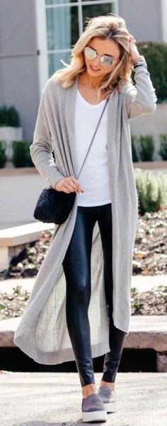 blonde haired woman in black leather jeans and gray cardigan walking outdoor during daytime. Pic by Dani Austin Outfits Leggins, Cardigan Outfits, Leggings Fashion, Gray Cardigan, Trendy Fashion, Fashion Outfits, Womens Fashion, Fashion Trends, Fashion Lookbook