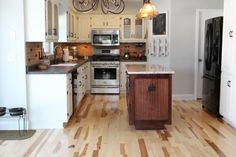 Glazed Knotty Alder Cabinetry Topped With Honed Granite Hickory Floors Washougal Wa