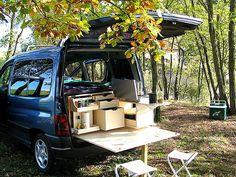 malles de voyage en bois pour aménager le coffre d'une voiture