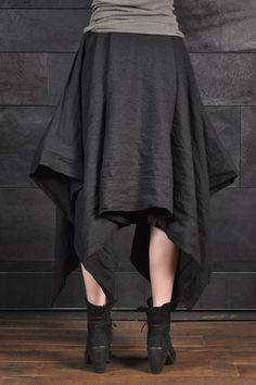 Deux rectangles cousus ensemble avec un trou pour la taille = jupe épique.