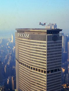 """lonepilgrim: """"slowtheflow: """"Pan Am Building Designed by Emery Roth & Sons, Walter Gropius and Pietro Belluschi. """" 'a helicopter lands on the Pan Am roof, like a dragonfly on a tomb' """" Pan Am, Vintage New York, New York City, Walter Gropius, City That Never Sleeps, Tenerife, Building Design, Aviation, Skyscrapers"""