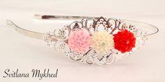 Serre tête estampe filigranée `Trois Fleurs` en métal argenté incrusté de strass : Accessoires coiffure par perles-et-couronnes