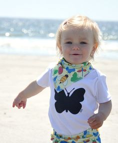 Organic Baby Bodysuit / One-piece. Gender neutral Baby shirt. Black & white with a butterfly print. Unisex..