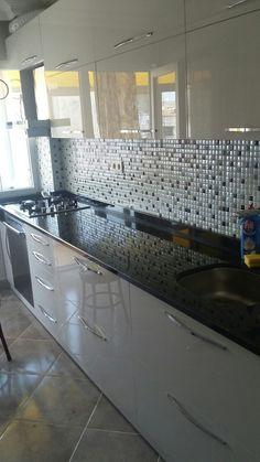 45 Fabulous Kitchen Cabinet Design For Apartment Kitchen Cupboard Designs, Kitchen Room Design, Kitchen Sets, Home Decor Kitchen, Kitchen Furniture, Interior Design Living Room, Kitchen Cabinets, Parallel Kitchen Design, Kitchen Modular