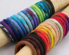 """1 bracelet bangle en laine feutrée """"Basic"""" - Cordon en laine feutrée et soie"""
