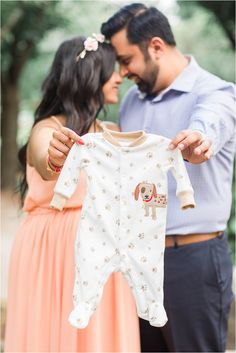 Couple Maternity Poses, Couple Pregnancy Photoshoot, Maternity Photo Outfits, Outdoor Maternity Photos, Maternity Photography Outdoors, Maternity Pictures, Maternity Session, Photography Ideas, Family Photography