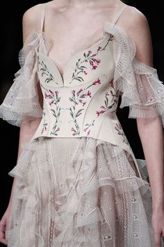 Alexander McQueen Fall 2016 Ready-to-Wear Fashion Show Details - hand painted leather ♥