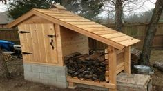 A smokehouse is a great way to add flavor to various types of meat. You can easily convert an outdoor shed into a smokehouse you can use on your property. Outdoor Projects, Home Projects, Space Projects, Pallet Projects, Construction Palette, Build A Smoker, Diy Smoker, Homemade Smoker, Firewood Storage