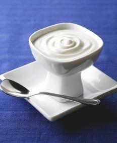 nutella bianca 350 gr. di cioccolato bianco 180 gr. di burro 250 ml. di latte condensato 3 cucchiai di granella di mandorle