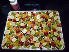 ♥ Tammy's Fruit Pizza ✽¸.r ♥♥•.¸✽ 2 tubes refrigerated sugar cookie dough 2 cream cheese (soft) 1 cup powdered sugar 1 teaspoon…