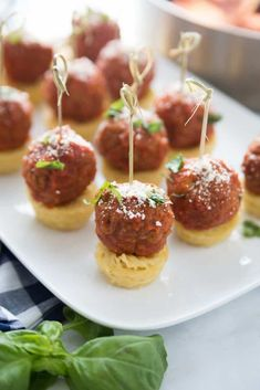 Easy Spaghetti and Meatball Appetizers by Pretty Providence You will love these easy spaghetti and meatball appetizers! Perfect for tailgating, impressing house guests or serving at parties! I promise they will disappear in a blink! Meatball Appetizers, Appetizers For Party, Appetizer Recipes, Raw Food Recipes, Cooking Recipes, Easy Toddler Meals, Kid Meals, Gourmet Breakfast, Pasta