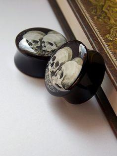 Gothic Skulls resin steel plugs, very cool Skull Jewelry, Ear Jewelry, Body Jewelry, Jewelry Accessories, Jewlery, Plugs Earrings, Gauges Plugs, Body Piercings, Piercing Tattoo