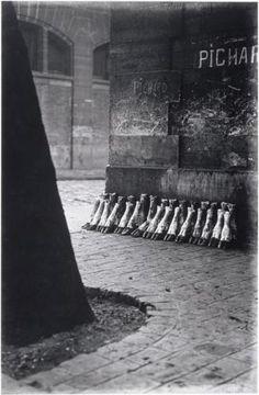 """Abattoirs de la Villette Paris 75019 (1929) Eli Lotar. Photo extraite de la célèbre série photographique """"Aux abattoirs de La Villette"""" d'Eli Lotar publiée dans la revue Documents de Georges Bataille en 1929."""