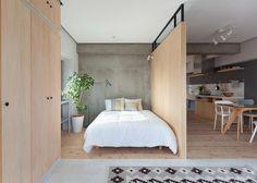 Skillevegg mellom sov og opphold med glassfelt i topp - gir dagslys til bakenforliggende oppholdsrom